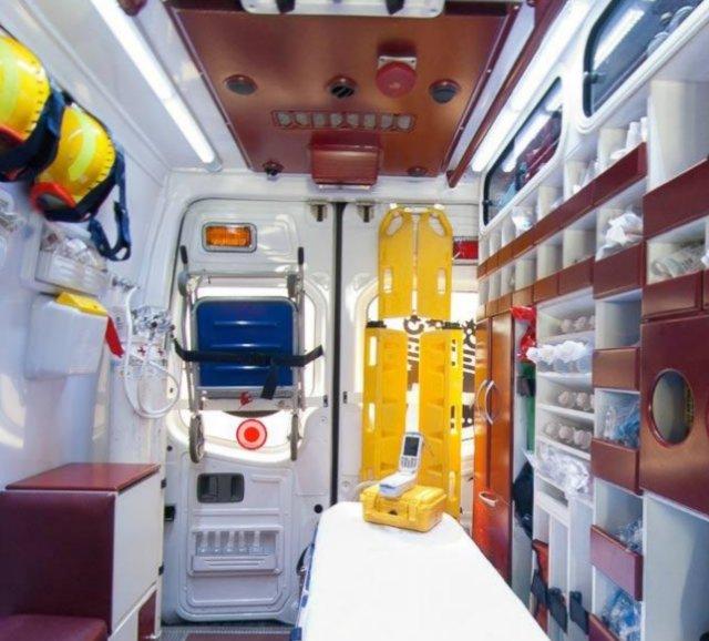 Dotación y mantenimiento del material en el vehículo sanitario.